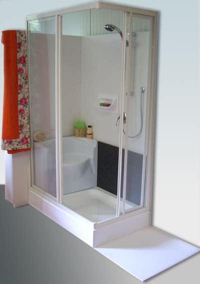 doccia con sedile spazio vasca