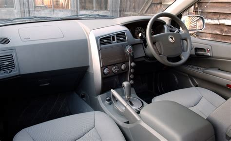 Ssangyong Kyron Interior by Ssangyong Kyron Estate Review 2006 2010 Parkers