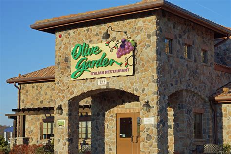 Oliva Garden olive garden manager gets high company honor hyattsville