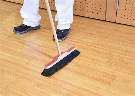 Holzboden Pflegen Holzboden Reinigen Und Pflegen Adler Farbenmeister