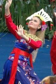 Baju Tari Hawaii informasi wisata dan budaya kesenian tari cokek