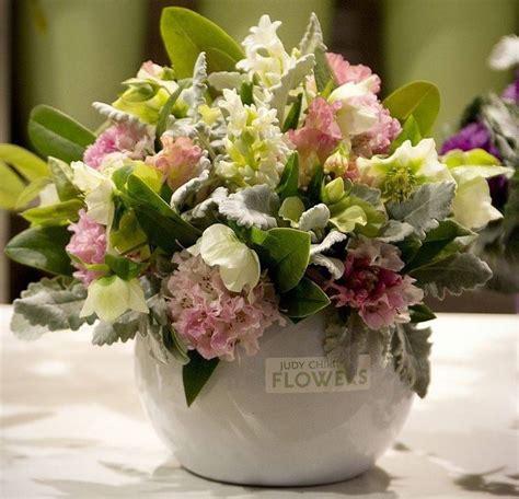 fiori per composizioni composizioni di fiori regalare fiori