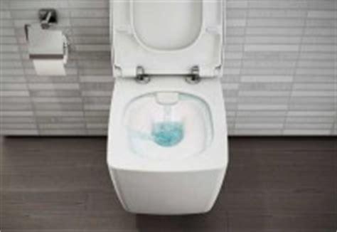 une salle de bains avec des toilettes bien cach 233 es - Toilette Und Bd In Einem