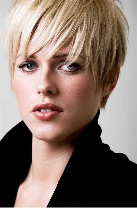 outgrown pixie cut and how to shape it styles for pixie outgrow hairstylegalleries com