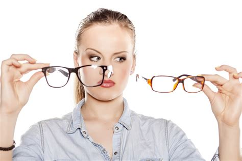 how to choose glasses the choosing the right eye glasses frames for your face