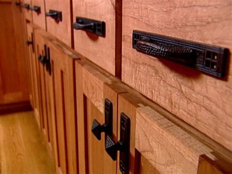 How To Choose Kitchen Cabinet Hardware by Choosing Kitchen Cabinet Knobs Pulls And Handles