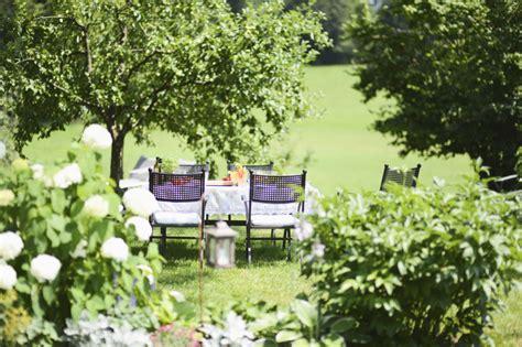 giardino d estate lavori d estate in giardino unadonna