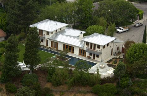 five hollywood celebrity houses to inspire us alex kingston hollywood celebrity homes lonny