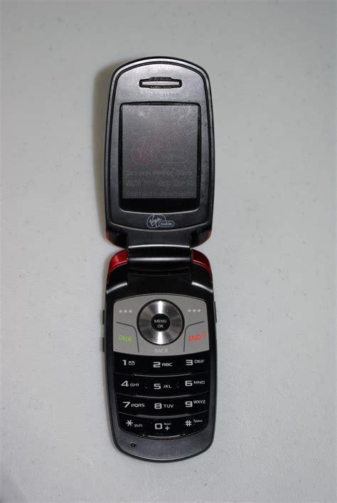 samsung phone tech reviewer south korea bring back the flip phone