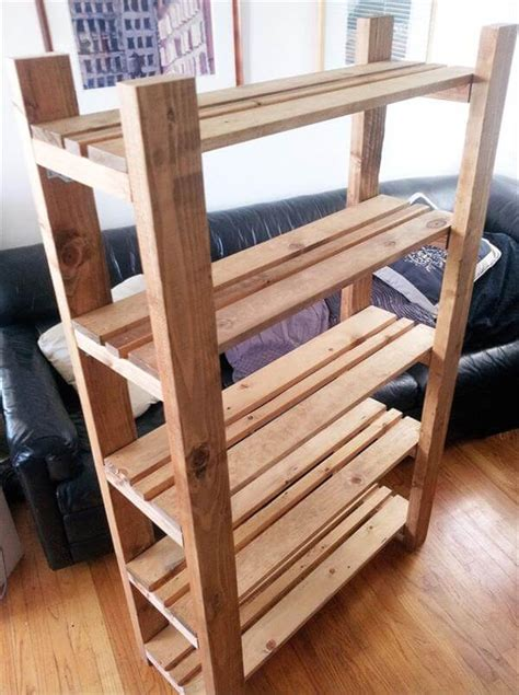 diy repurposed pallet bookcase 101 pallets
