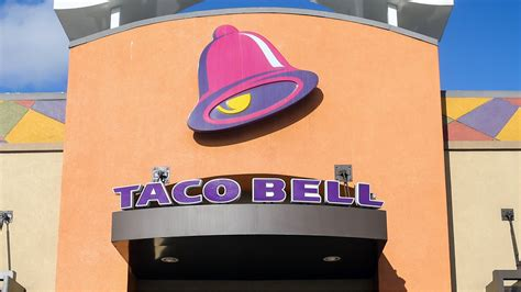 Alarm Taco Bell takes maternity photos at taco bell