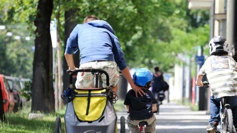 Motorrad Fahren Trotz Kinder by Kind Plus Rad Was Bei Sitz Und Anh 228 Nger Zu Beachten Ist