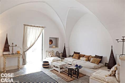 seduta sulla faccia una casa in pietra in stile mediterraneo cose di casa