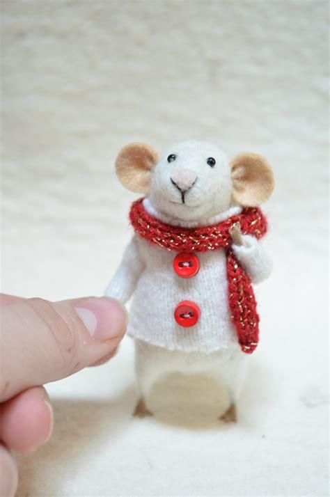 o hello tiny christmas mouse i love this creator and