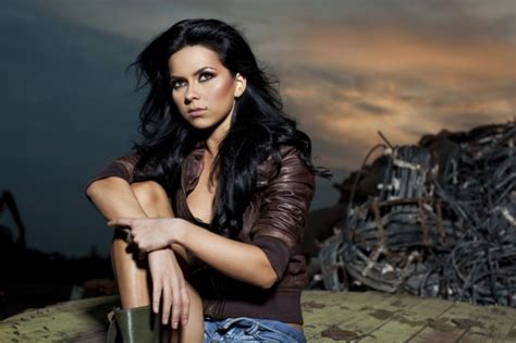 spanish singer accuses romanian singer inna and team of
