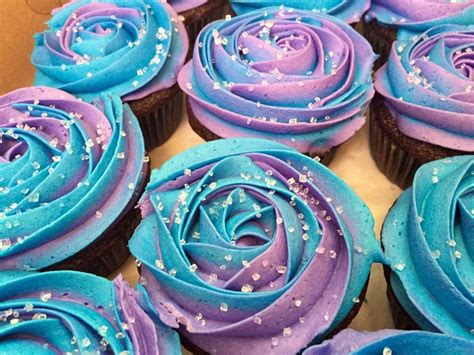 disney frozen cupcakes on pinterest frozen two toned cupcakes anna colours pinteres