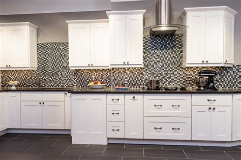 Malibu White Shaker Kitchen Cabinets   Contemporary