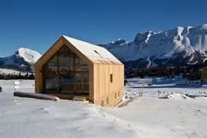 Wood Cabin Plans And Designs l architecture du chalet revisit 233 e en style contemporain