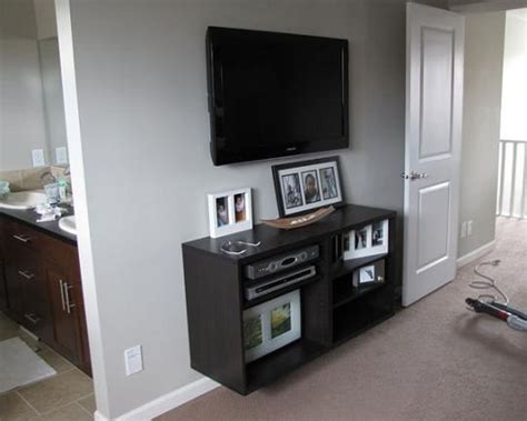 ways to mount a tv the no cost way to mount a flat screen tv apartment therapy