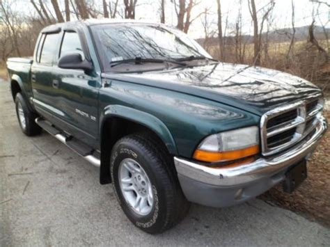 purchase used 2001 dodge dakota sport 4x4 quad cab 4 door 4 7liter 8cylinder w airconditioning purchase used 2001 dodge dakota 4 door quad cab 4x4 8cylinder 4 7 liter with air conditioning in