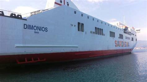 nave porto torres civitavecchia traghetti saremar giunta a porto torres la nave salpata