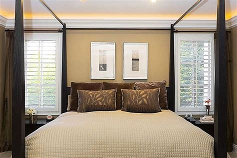 crown molding in bedroom bedroom with uplights used above crown moulding decoist
