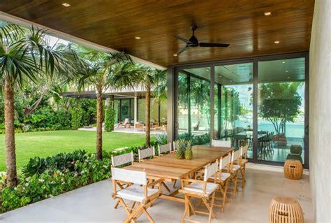 Midcentury House Floating Eaves Residence By Kobi Karp Homeadore