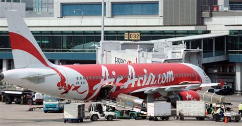 airasia uk airasia panicked passengers refuse to get back on board