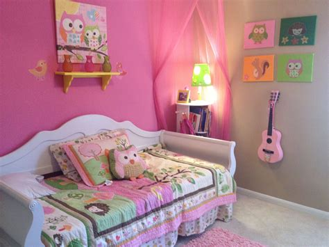 Owl Curtains For Bedroom I M Loving This Bedroom Owl Theme Room Decor Pink Guitar And Much