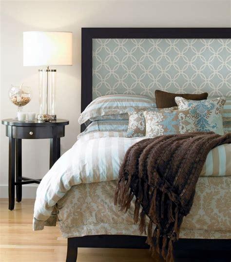 tete de lit avec tapisserie t 234 te de lit papier peint en bois ou matelass 233 e laquelle