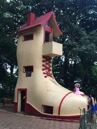 shoe house clean and green picture of kamala nehru park mumbai bombay tripadvisor