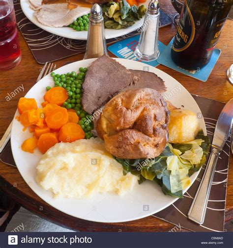 roast dinners traditional sunday roast yorkshire puddings england uk traditional english sunday lunch roast beef and yorkshire