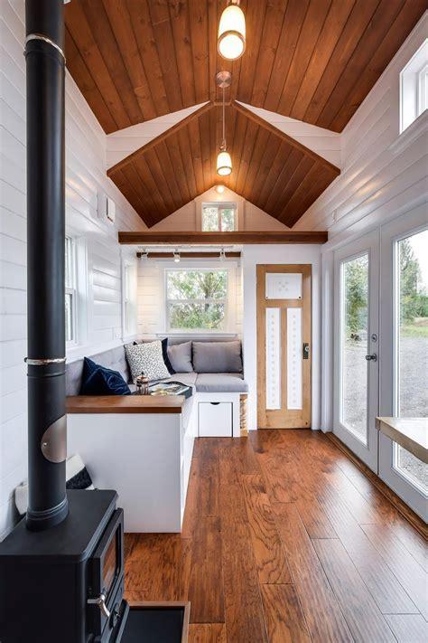 TINY HOUSE TOWN: Custom 30' Mint Tiny Home