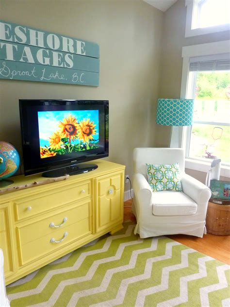 living room with diy chalk paint media console and diy reclaimed wood sign at thehappyhousie