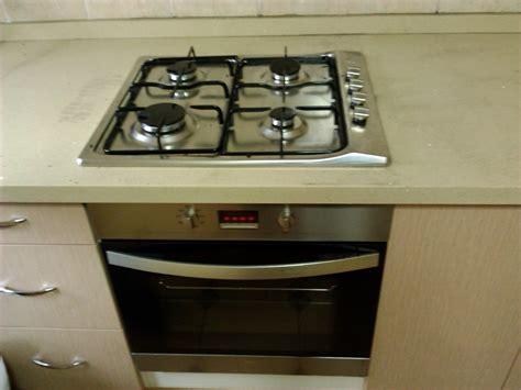 encimera y horno a gas foto encimera de gas con horno de calefacci 243 n fontaner 237 a