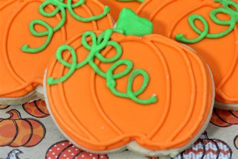 pumpkin cookies decorating how to make pumpkin sugar cookies on a dime