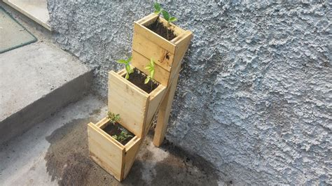 vasi per orto verticale orto sul balcone un vaso a sviluppo verticale in compensato