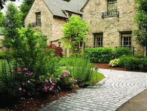 How To Landscape Your Front Yard Front Yard Landscaping Nice Green Amp Beautiful