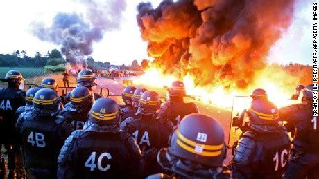 Detox Leg Crs by Gas Supplies Running As Workers Strike Cnn