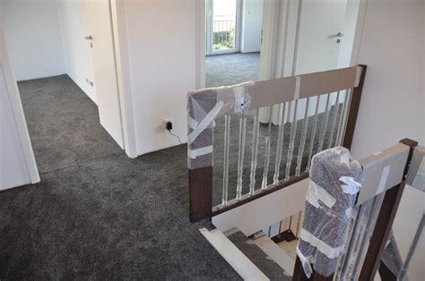 grüner teppich balkon idee teppich