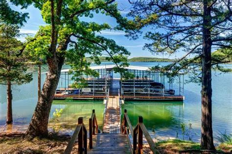 large dock with swim deck and boat slips kuva lake