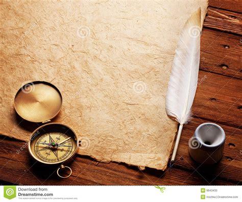 papier und feder kompa 223 tintenfa 223 und feder auf einem alten papier