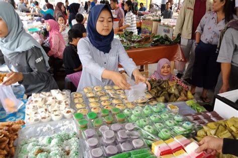 jualan  pasar takjil benhil  dirindukan  pedagang