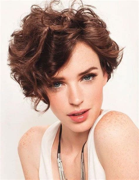 trendy short hair style    short hair style  fashion short curly hair curly
