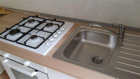 lavelli e piani cottura foto lavabo e piano cottura incassati sul top di fare