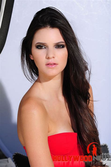 biography about kendall jenner kendall jenner profile biography pictures news