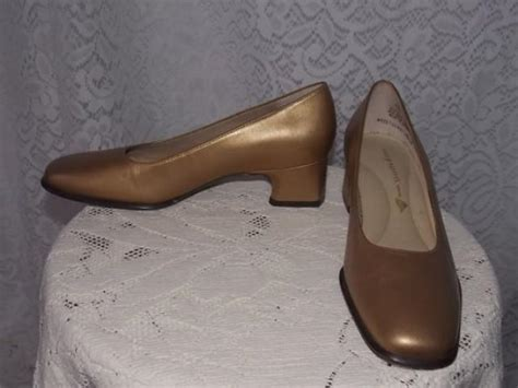 vintage 1980s gold leather low heel easy spirit dress shoes size 6 for weddings