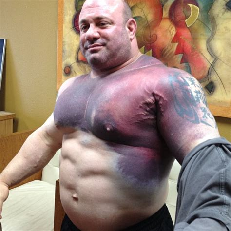 buff dudes bench press scott mendelson after he tore his pec breaking the world