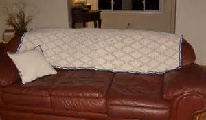 blanket for sofa file filet crochet sofa blanket jpg wikimedia commons