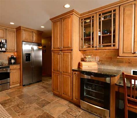 Medium Maple Cabinets by 17 Best Ideas About Maple Kitchen Cabinets On